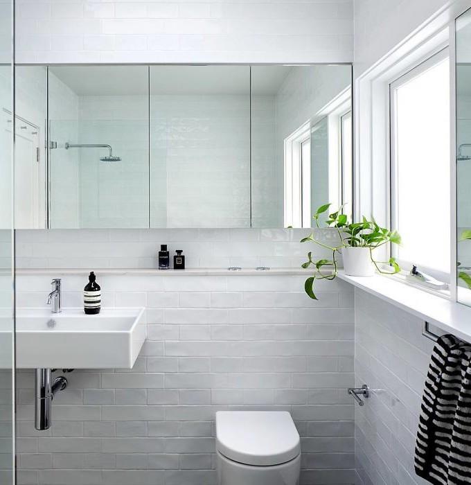 maison avec puits de lumière salle de bain miroir douche fenêtre wc blog déco clem around the corner
