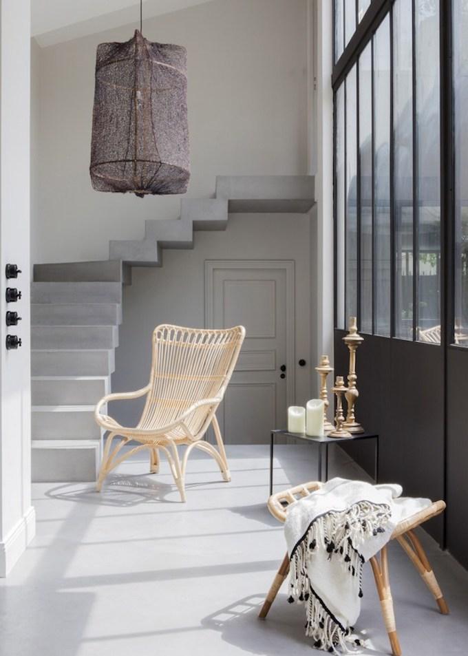 bohème scandinave escalier béton ciré chaise rotin verrière tabouret blog deco clem around the corner