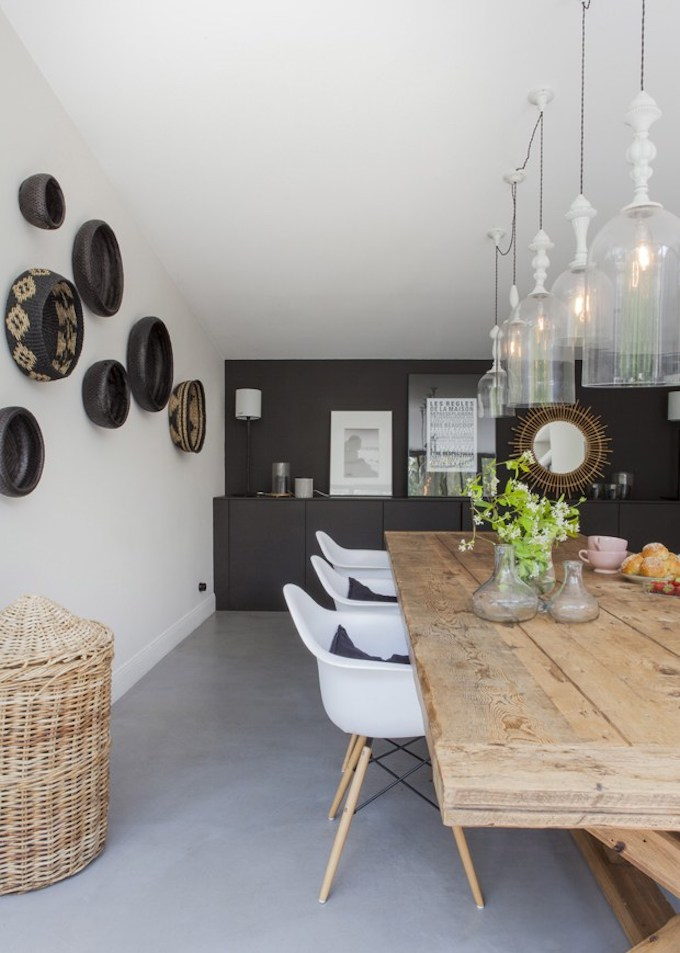bohème scandinave table bois panier osier ethnique mur noir cadre suspension vintage blog déco clem around the corner