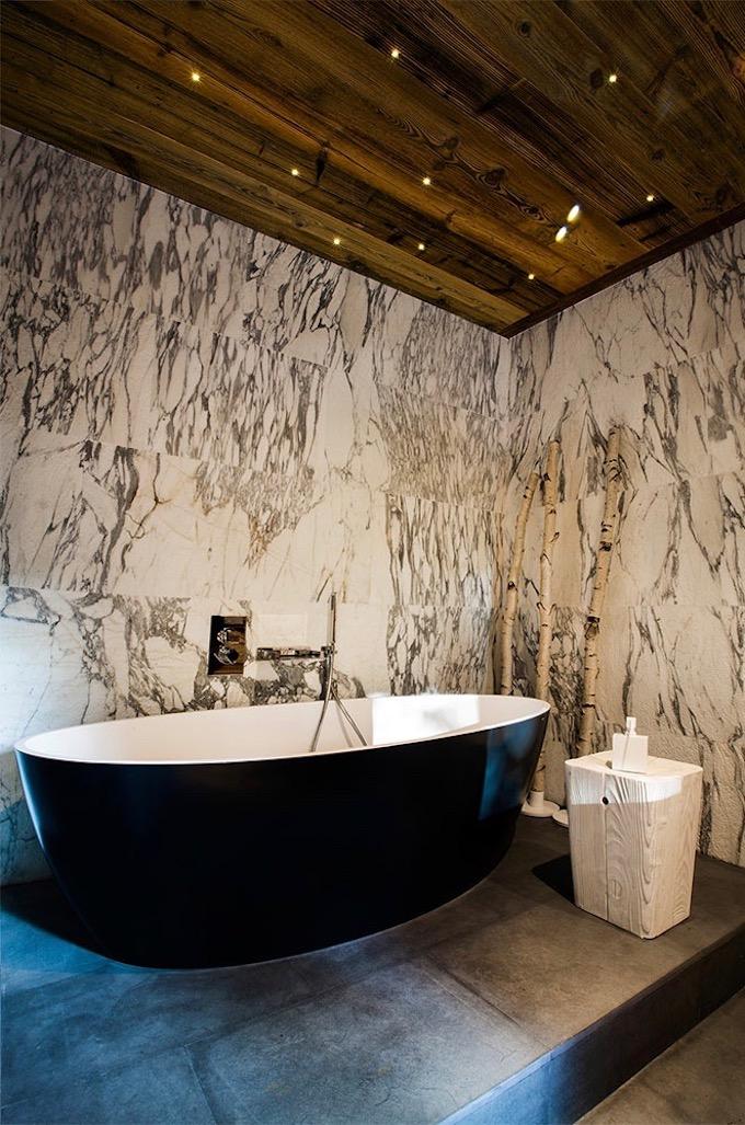 chalet du Père Noël déco montagne salle de bain blanche noire - blog déco - clem aroud the corner