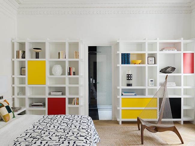 chambre mondrian bibliothèque design pied-à-terre parisien - blog déco - Clem Around The Corner