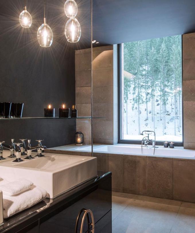 hôtel chic en pleine montagne salle de bain baignoire blog déco clem around the corner