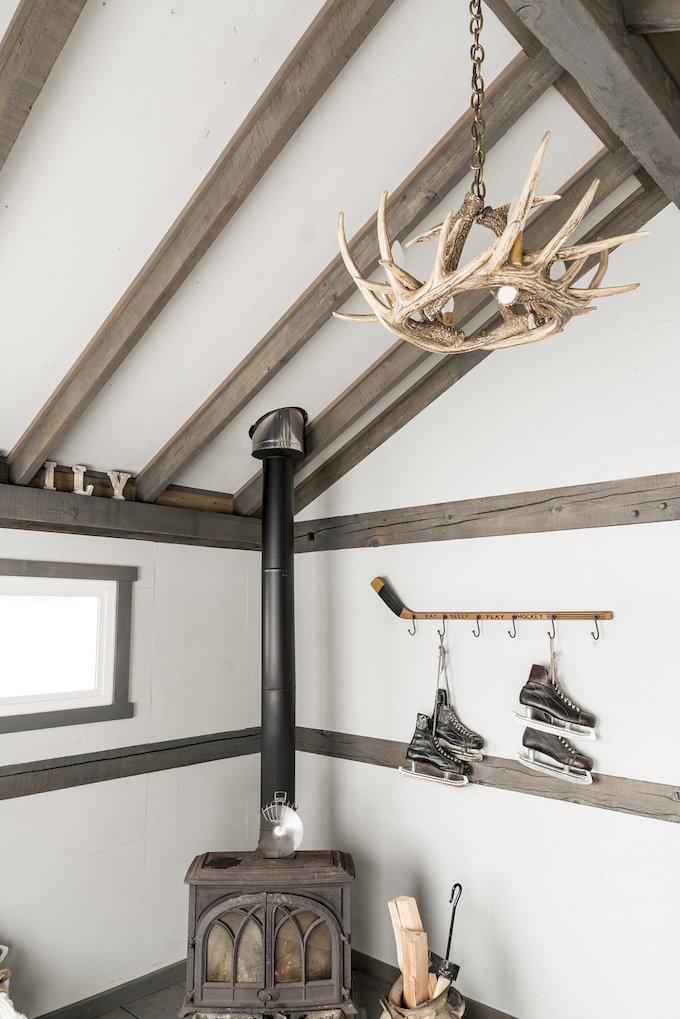 petit chalet vintage suspension bois de cerf blog déco clem around the corner