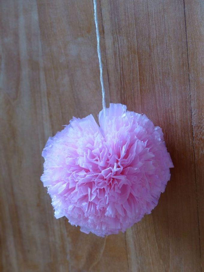 noël écologique décoration pompon rose plastique sac laine blog déco clem around the corner