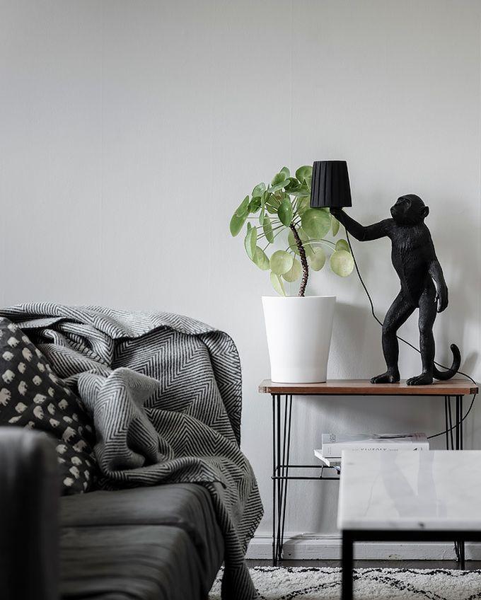 déco en noir et blanc salon séjour canapé plaid blog déco clem around the corner