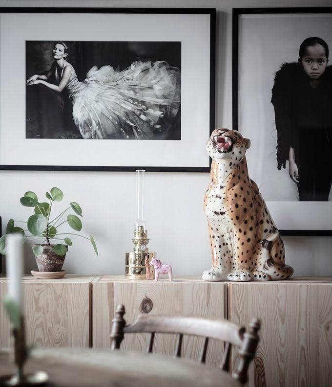déco en noir et blanc mur de cadre statue tigre blog déco clem around the corner