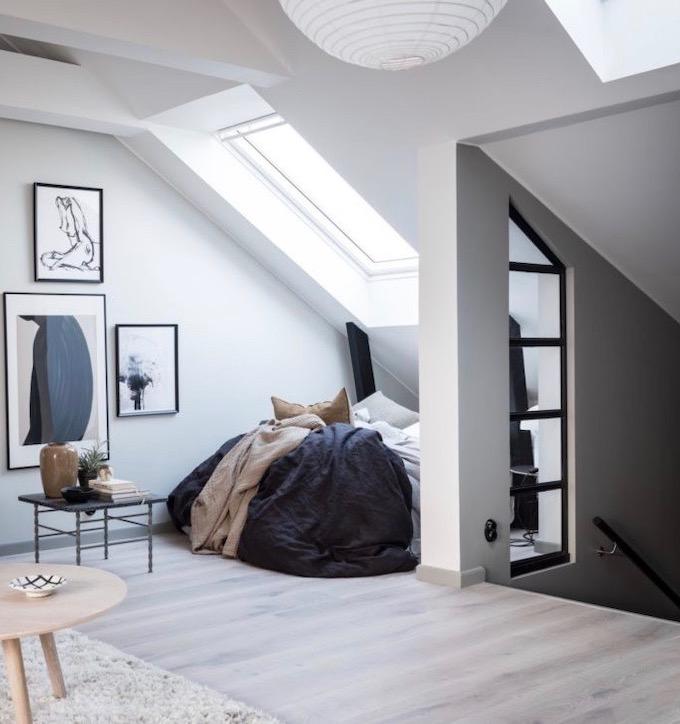 appartement design suédois hygge escalier fenêtre de toit tableaux entrée blog déco clem around the corner