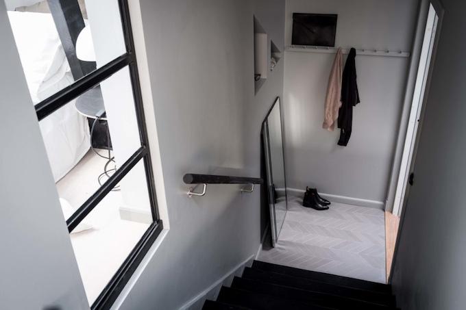 appartement design suédois entrée escaliers blog déco clem around the corner