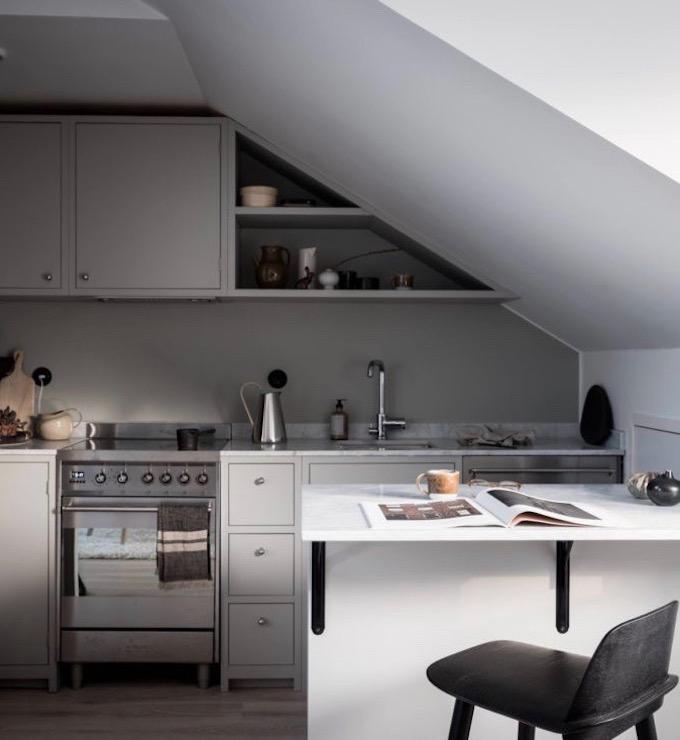 appartement design suédois cuisine bar gris blog déco clem around the corner