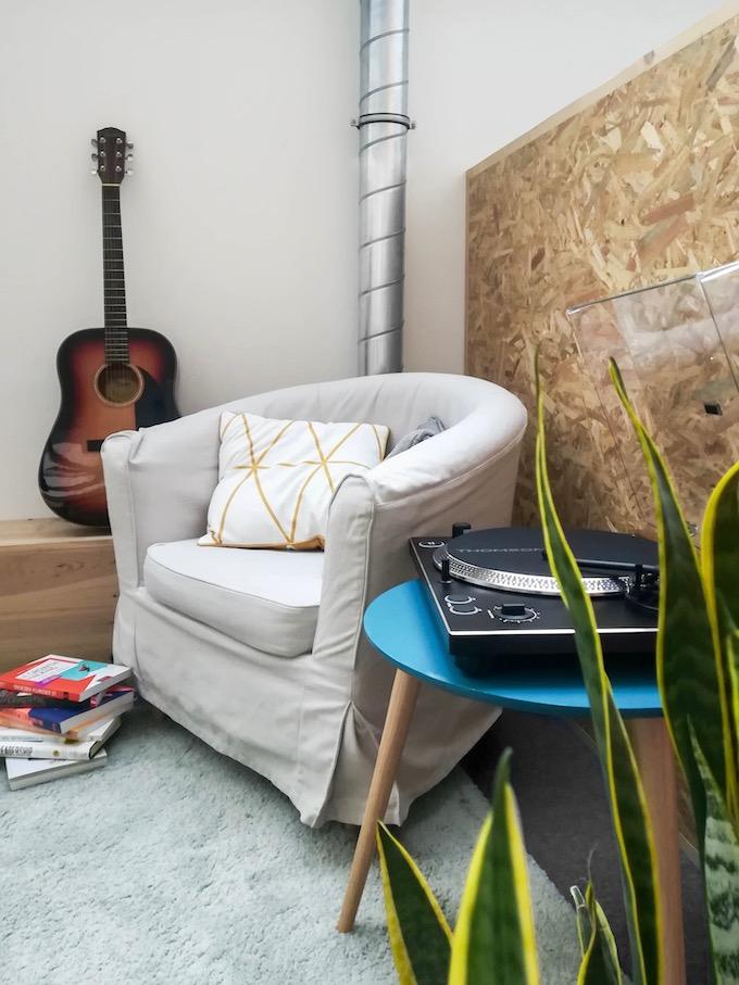 équipement audio bigben guitare platine vinyle plante salle de repos bureau blog déco clem around the corner