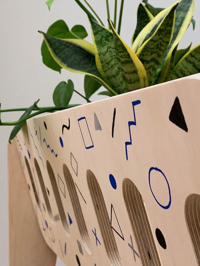 jardinière scandinave blomkal bois motif géometrique mouvement memphis blog déco clem around the corner