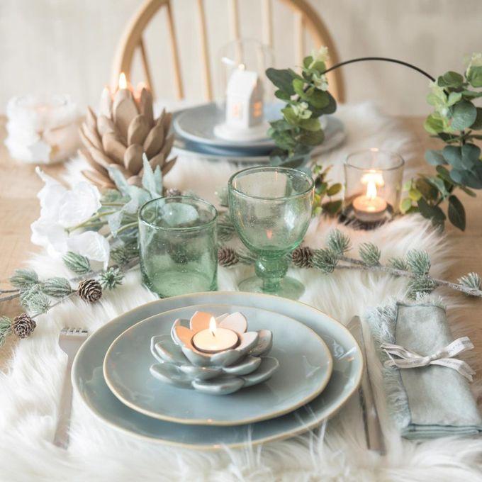 passer son appartement en mode hiver assiette plate en faience bleu glacier blog déco clem around the corner