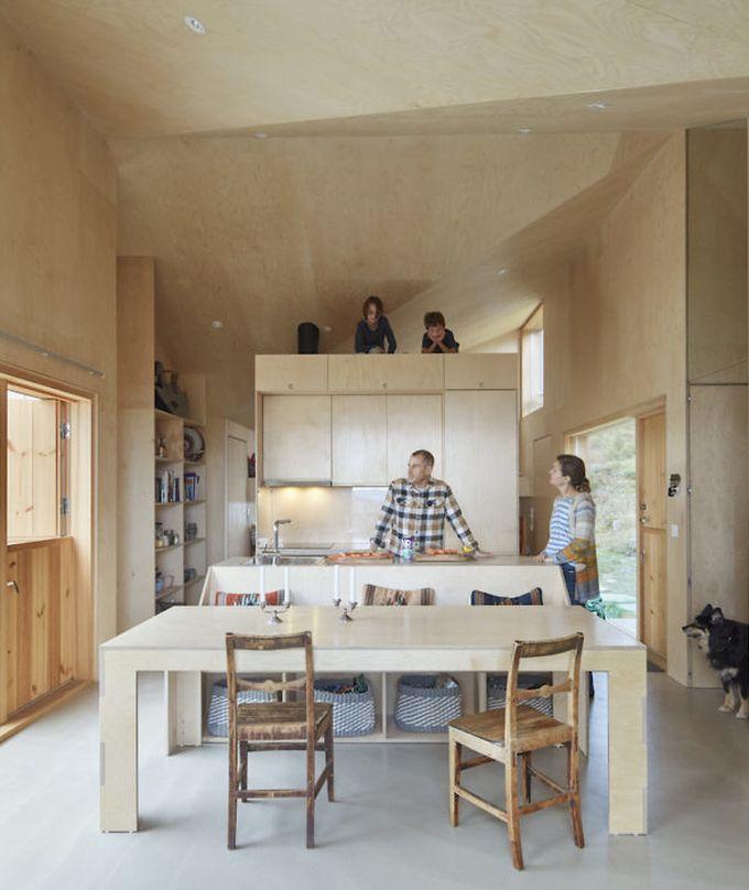 chalet design en norvège bois clair meuble famille décoration salle à manger blog déco clem around the corner