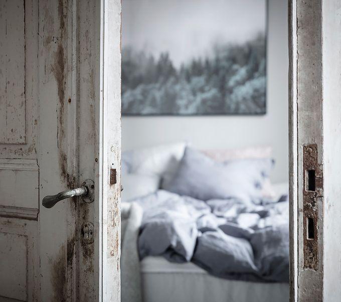 déco en noir et blanc chambre double porte bois blog déco clem around the corner