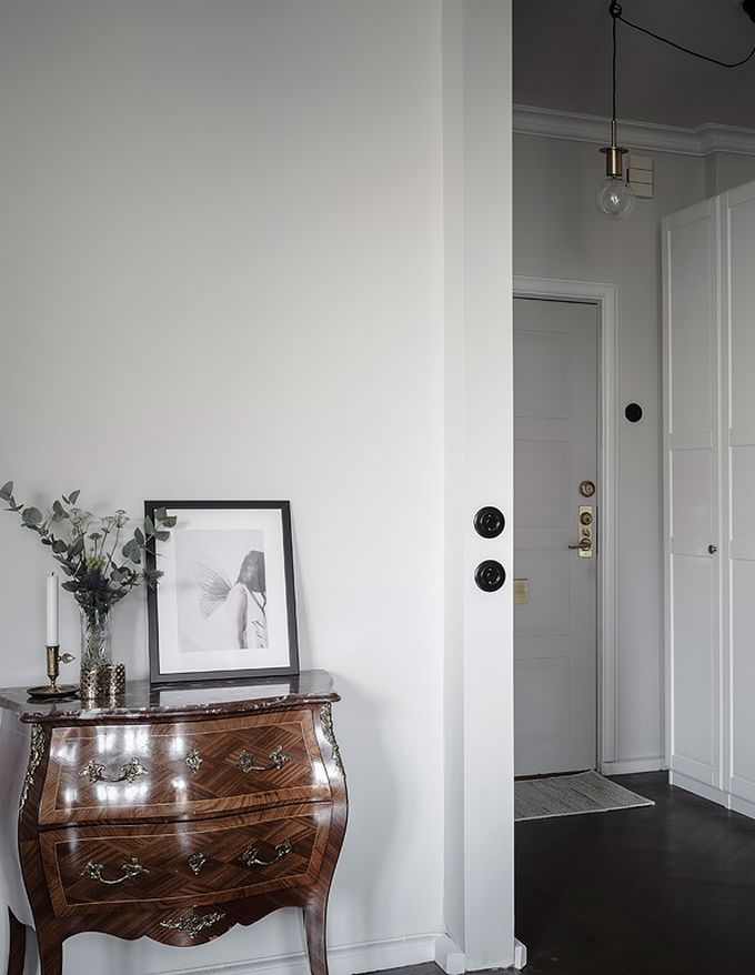 déco en noir et blanc entrée commode bois blog déco clem around the corner