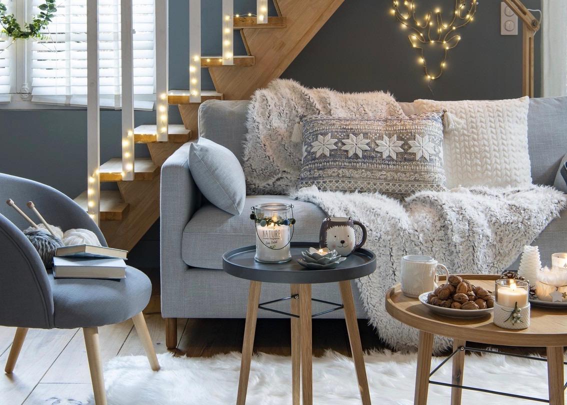 salon scandinave cosy hygge appartement en mode hiver salon fausse fourrure - blog déco - clem around the corner