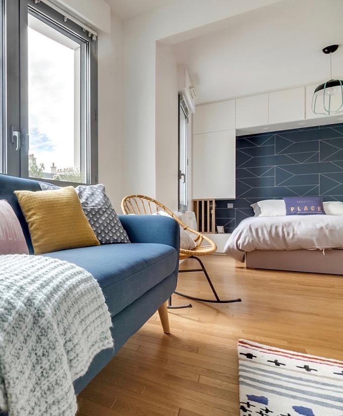 studio transformé en 2 pièces salon chambre séparée cloison - blog déco - clem around the corner