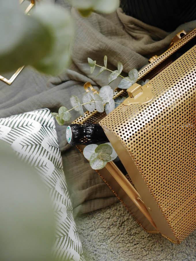 diner romantique de Noël malle dorée métallique vintage - blog déco - Clem around the corner