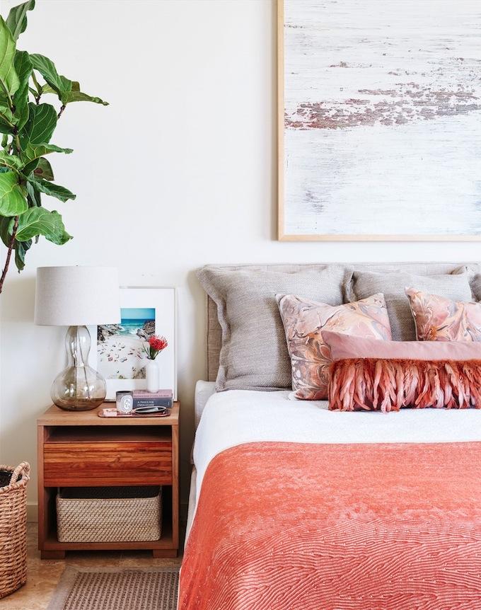 couleur de l'année 2019 pantone living coral lit coussins jaune blush terracotta chambre original gipsy blog déco clem around the corner