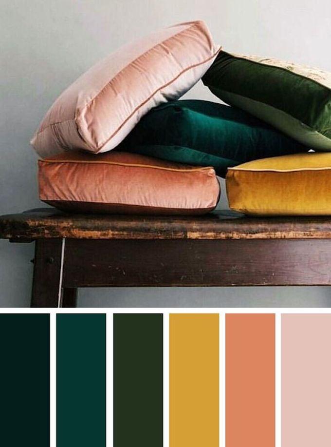 comment associer rose pastel terracotta jaune et vert canard foncé avec des coussins dépareillés