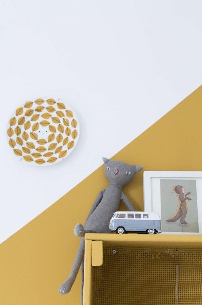 déco couleur jaune moutarde décoration chat gris rangement chambre enfant blog déco clem around the corner