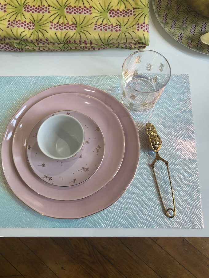 monoprix déco 2019 printemps été assiette rose tasse thé set de table holographique blog déco clem around the corner