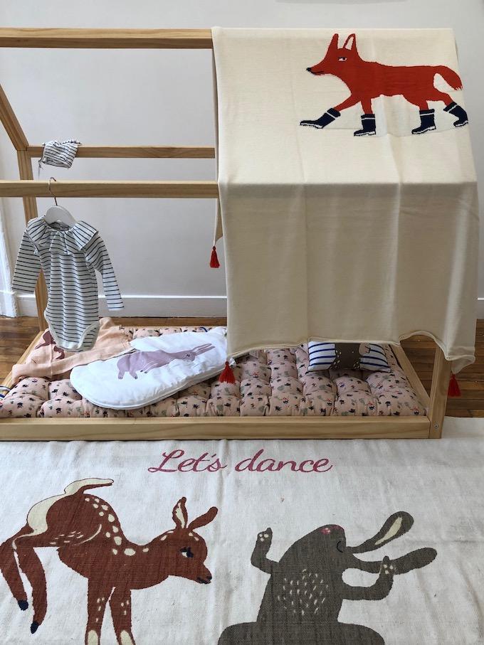 monoprix déco 2019 printemps été lit bois coussins couverture plaid sac collab oeufs nyc blog déco clem around the corner