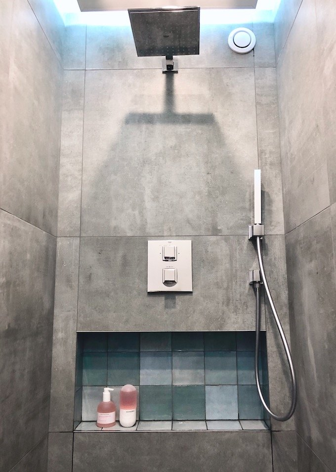 avant après salle de bain douche italienne béton ciré transformation baignoire - blog déco - clem around the corner