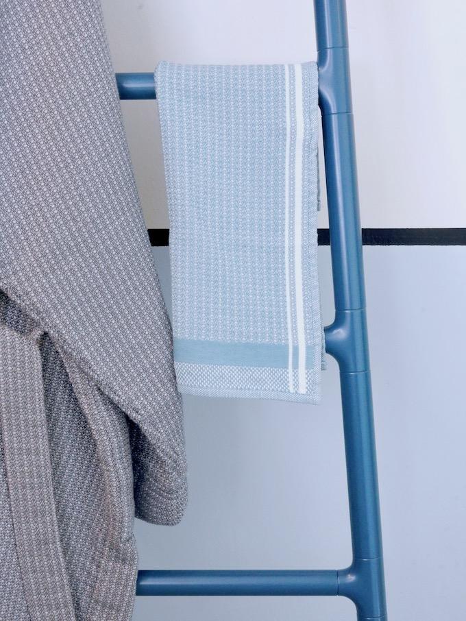 avant après salle de bain porte serviette echelle le jacquard francais peignoir - blog déco - clem around the corner