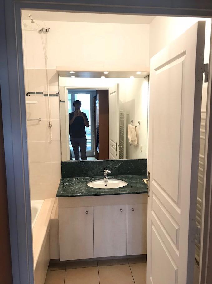 avant après salle de bain vasque marbre vert - blog déco - clem around the corner