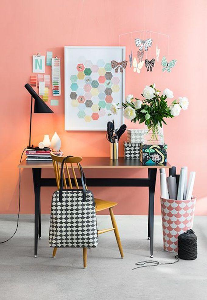 couleur de l'année 2019 pantone living coral bureau original mur coloré style scandinave blog déco clem around the corner