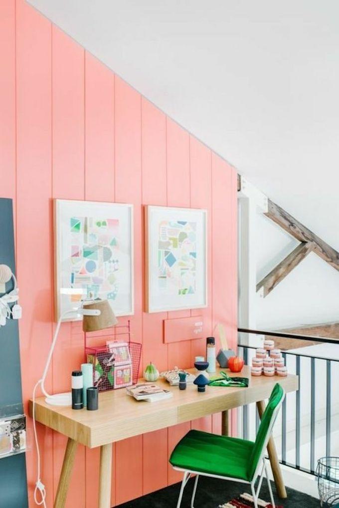 couleur de l'année pantone 2019 living coral corail rose orange bureau chaise verte blog déco clem around the corner