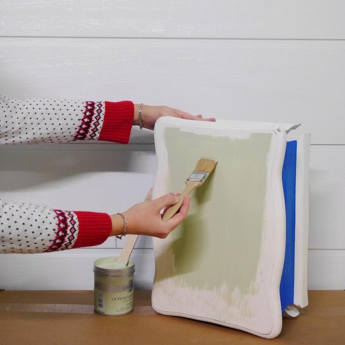 customiser une table de chevet comment bien peindre un meuble - blog déco - clem around the corner