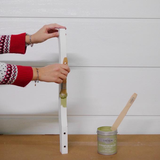 customiser une table de chevet peinture vert de gris libéron - blog déco - clem around the corner