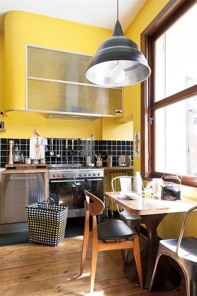 déco couleur jaune moutarde cuisine jaune carrelage rétro vintage bois parquet blog déco clem around the corner