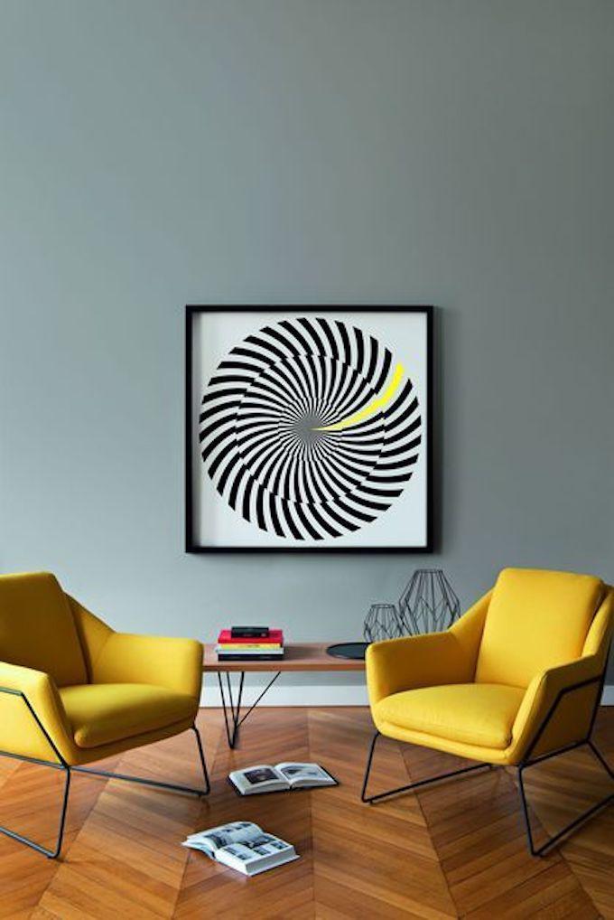 déco couleur jaune moutarde salon parquet bois fauteuil jaune tableau illusion optique blog déco clem around the corner