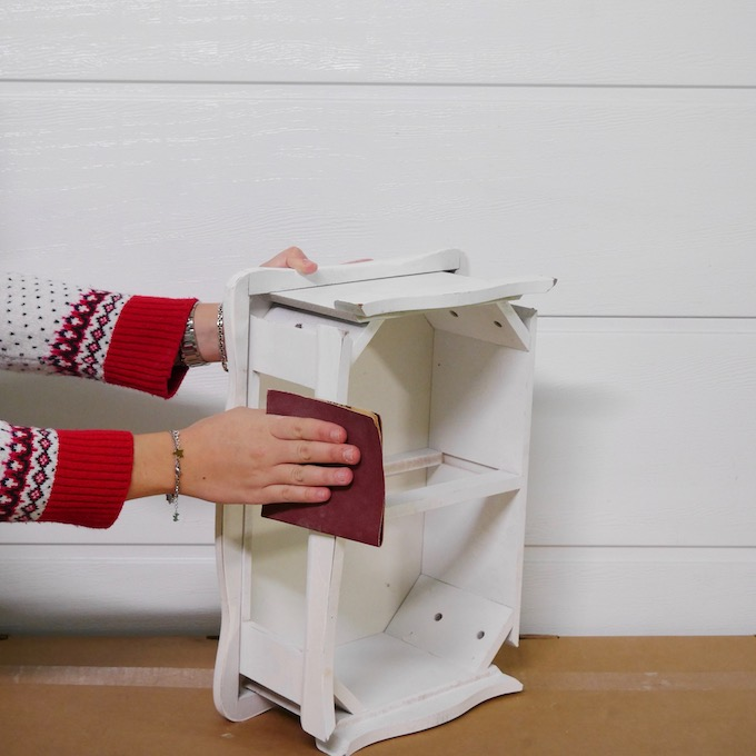 technique pour repeindre un meuble customiser une table de chevet
