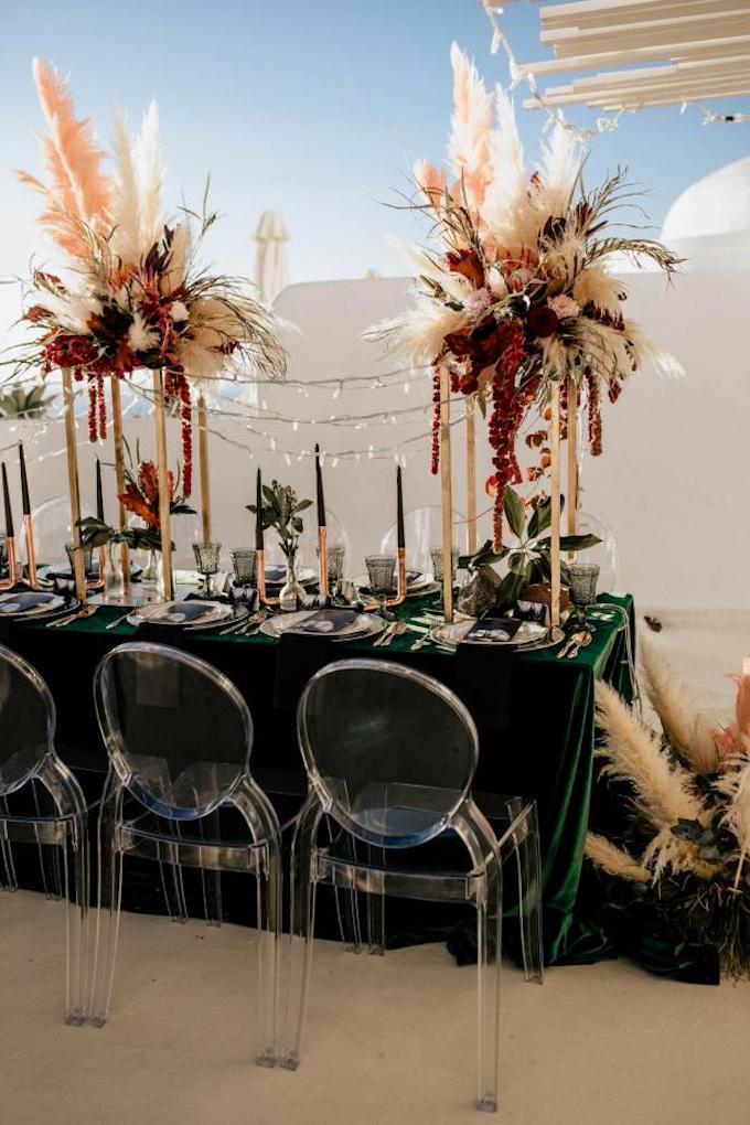 l'herbe de la pampa mariage grèce rouge nappe velours - blog déco - clem around the corner