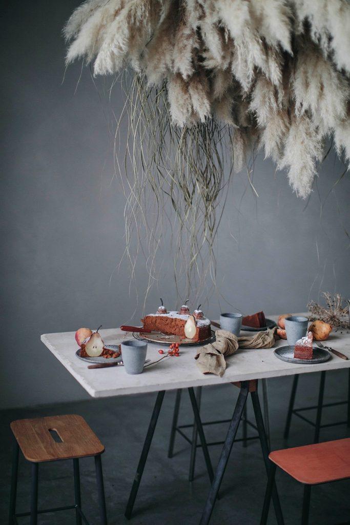 l herbe de la pampa décoration de table gâteau fruits poires suspension florale blog déco clem around the corner
