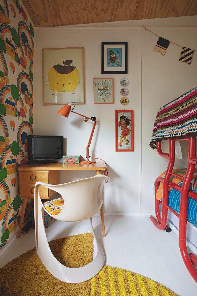 maison rétro australie chambre enfants couleurs lits superposés tableaux - blog déco - clem around the corner