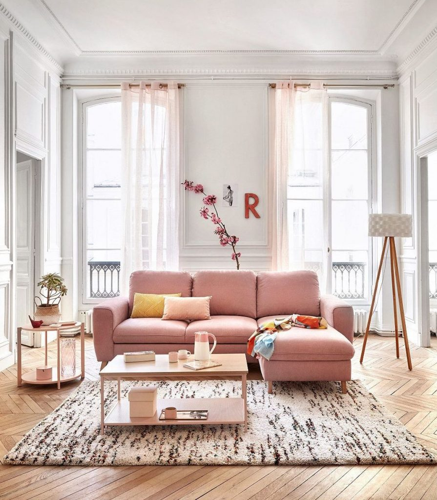 millennial pink canapé style parisien parquet bois salon - blog déco - clem around the corner