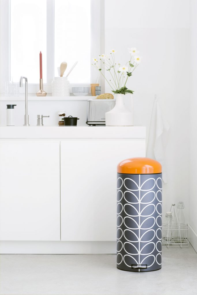 style retro orla kiely brabantia poubelle noir orange - blog deco - clem around the corner
