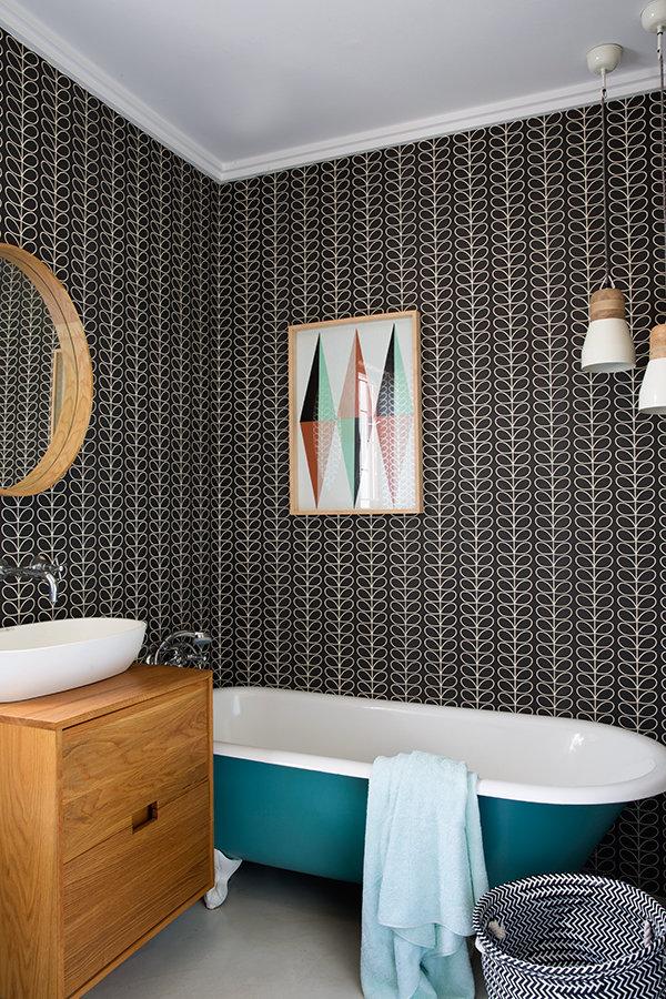 style rétro salle de bain papier peint noir - blog déco - clem around the corner