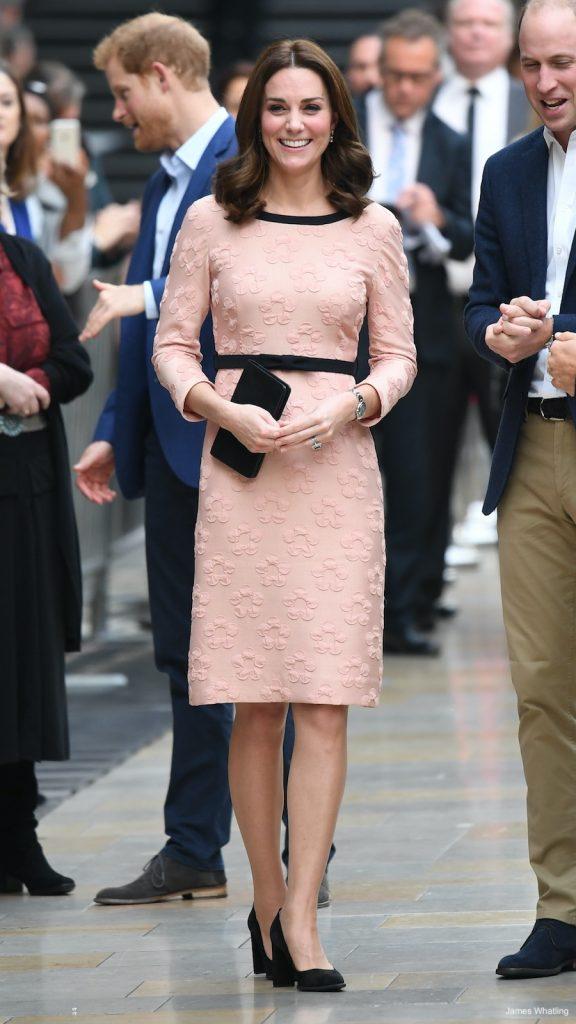 style rétro robe rose fleurs - blog déco - clem around the corner