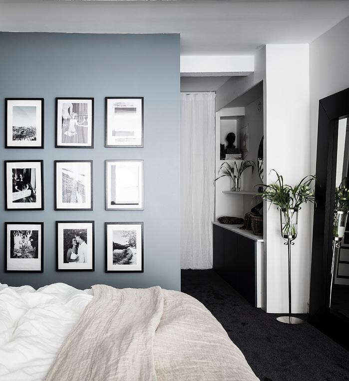 loft suédois chambre murs bleus tableaux noirs et blancs - blog déco - clem around the corner