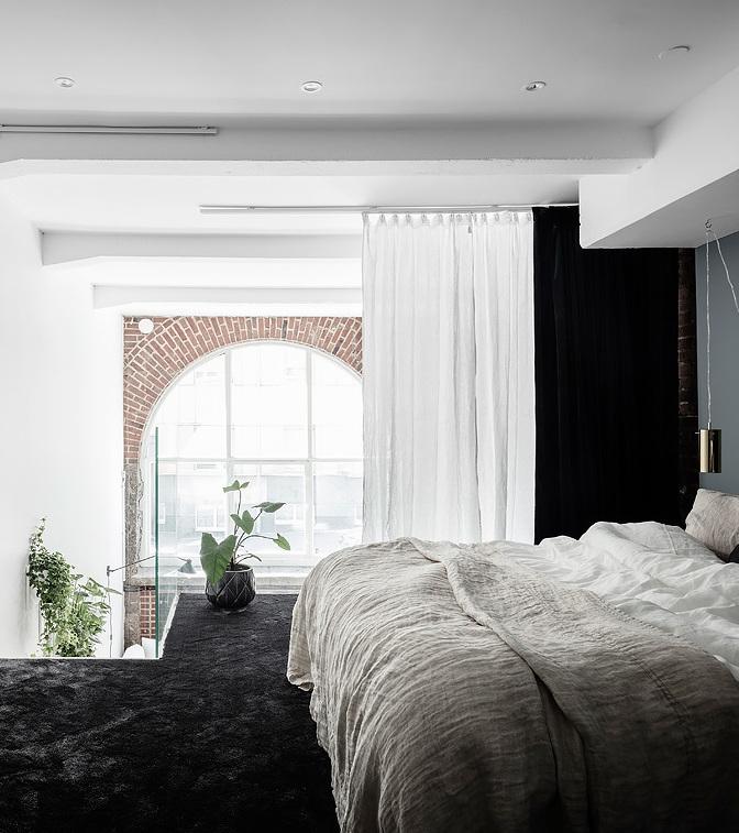 loft suédois chambre moquette bleu foncé - blog déco - clem around the corner