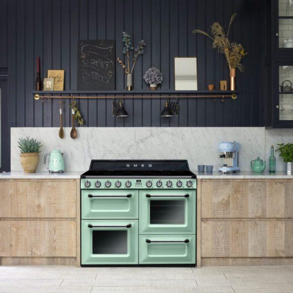 décoration vert céladon cuisine noir industriel - blog déco - clem around the corner