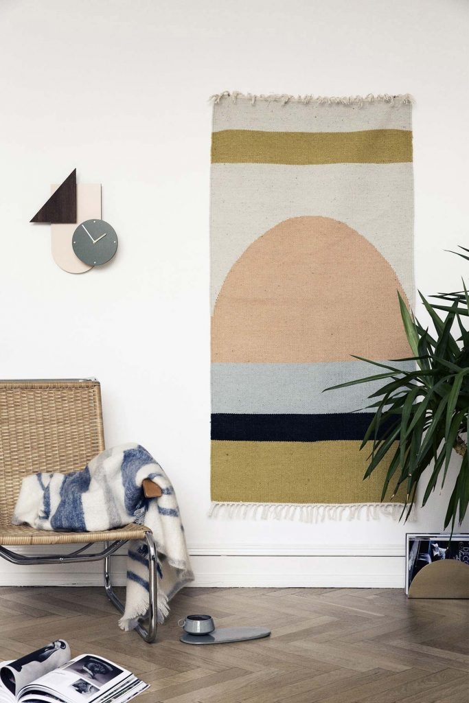 comment fixer un tapis au mur déco scandinave parquet salon - blog déco - clem around the corner