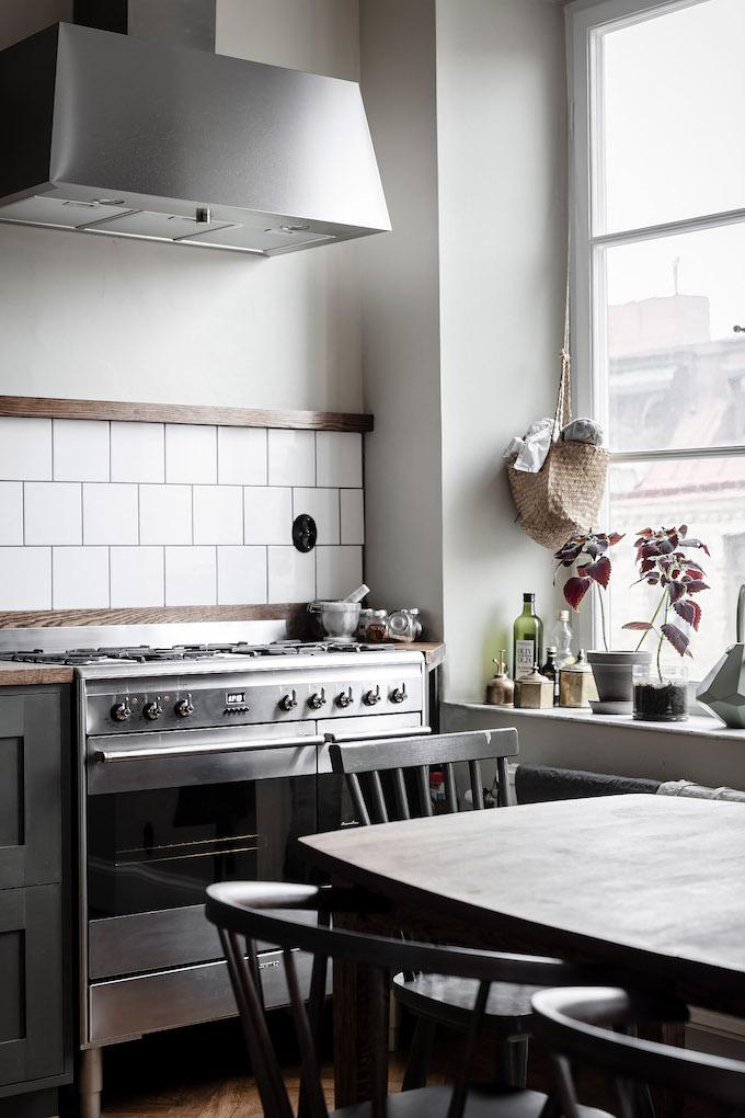 ambiance rustique cuisine kaki four - blog déco - clem around the corner