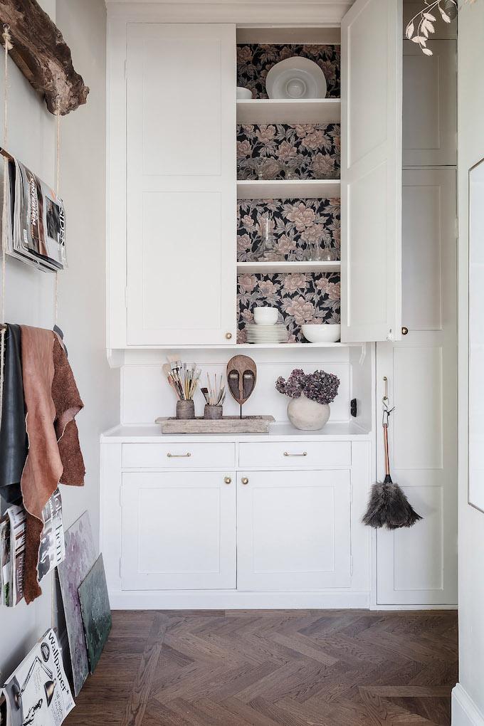 ambiance rustique placard blanc statue bois - blog déco - clem around the corner